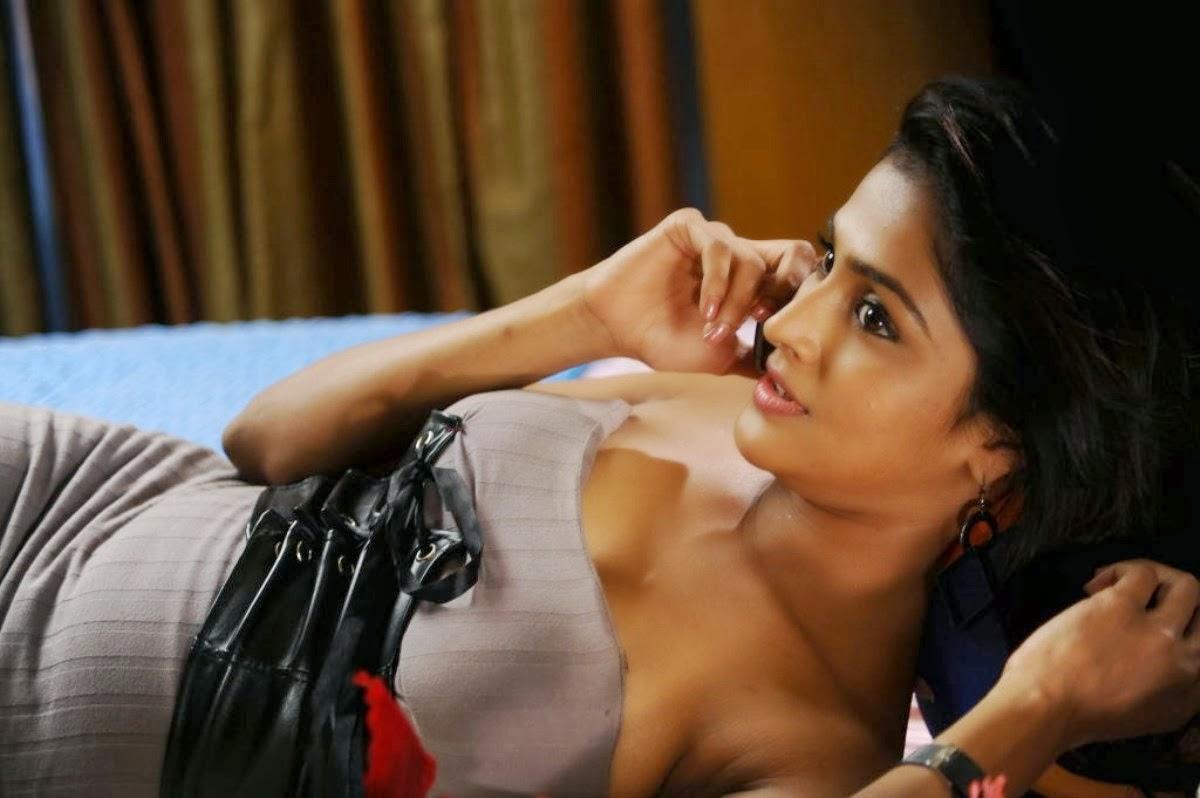 grade-girl-remya-nambeesan-naked