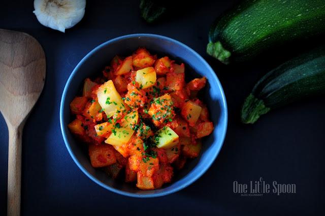 Cukinia w aromatycznych pomidorach