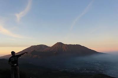 puncak gunung kencana