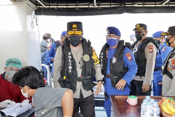 Kapolda Jatim Cek langsung Vaksinasi Merdeka Di atas Kapal