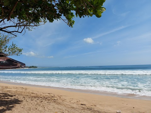 Wisata Pantai Kuta Bali : Harga Tiket, Fasilitas Umum, Jam Buka, Lokasi, Review