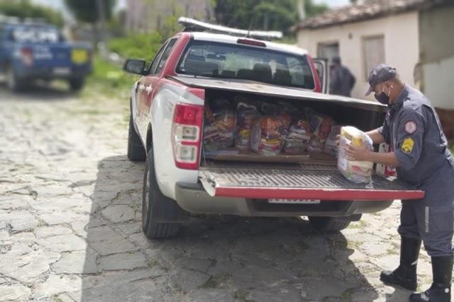 Corpo de Bombeiros entrega mais de 150 cestas básicas no Oeste da Bahia