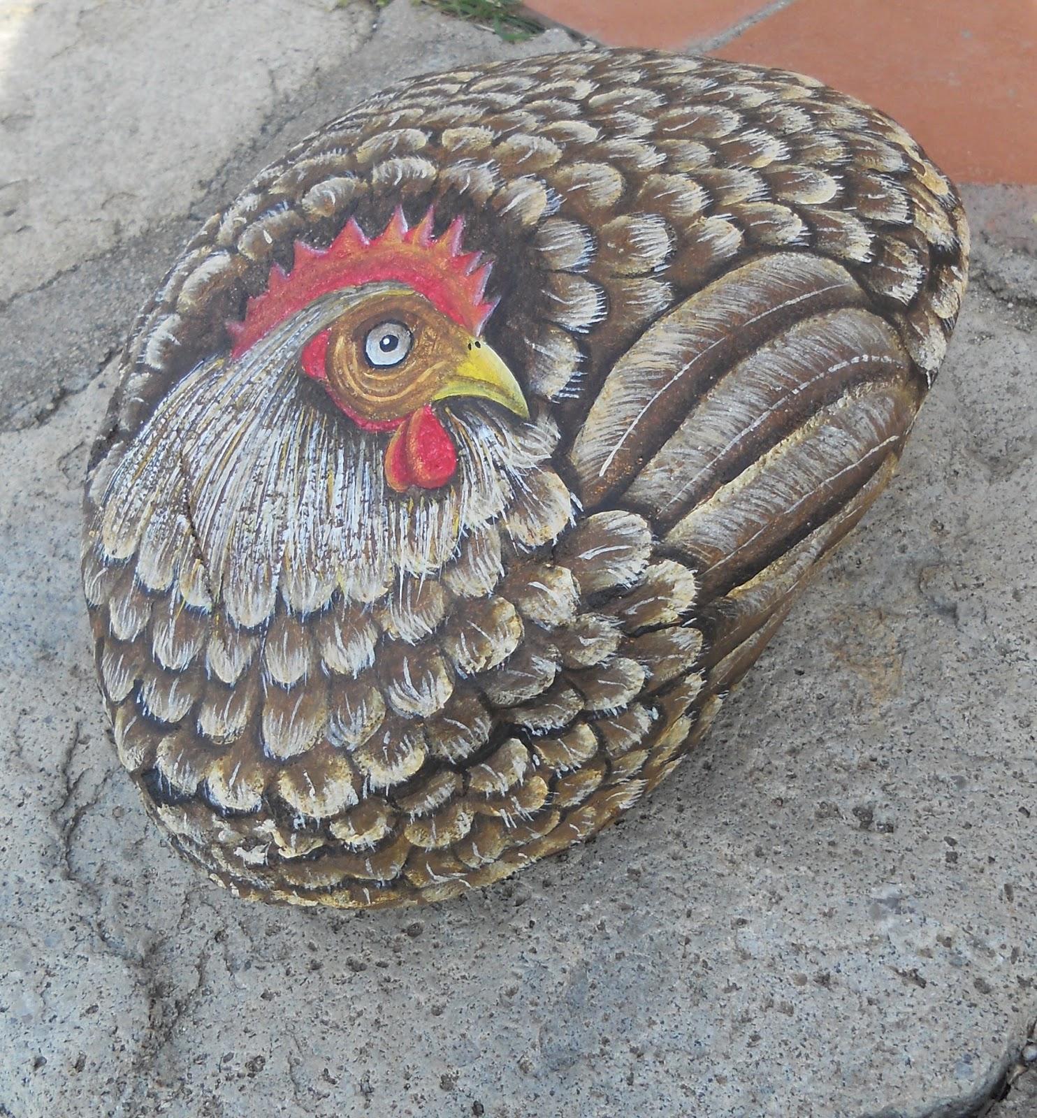Piedras pintadas a mano piedra pintada con una gallina for Como pintar imitacion piedra