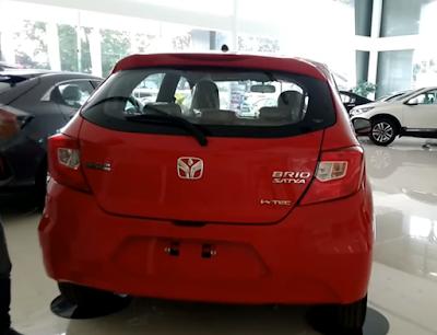 Honda brio bagian belakang warna merah