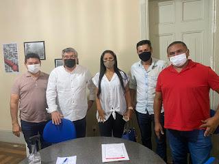 Secretario Roberto Paulino recebe diretor de empresa que quer oferecer 350 empregos em Guarabira