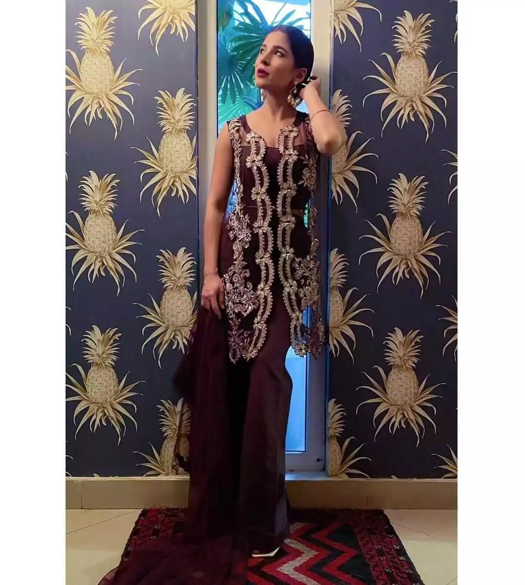 Ayesha Omar Beautiful Clicks From Her Vacations