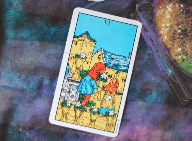 Saiba o significado da Carta 6 de Copas no Tarot do amor, dinheiro e trabalho, na saúde, como obstáculo ou invertida e como conselho.