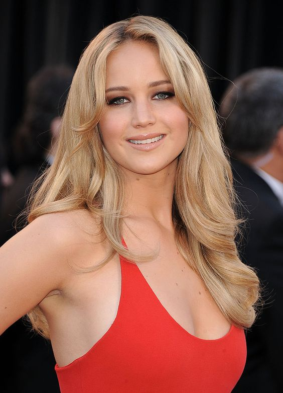 jennifer lawrence sexy dress in 2010 oscars 01