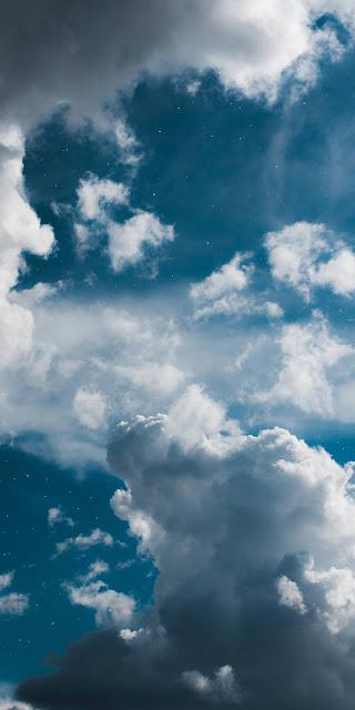 Mây trắng mịn màng như tơ ở trên bầu trới xanh