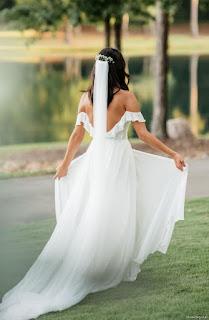 Bridal Pose Outdoor