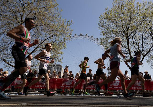 Atletas amadores em uma edição da Maratona de Londres