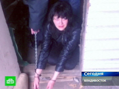 Мать до смерти заморила маленьких детей голодом и оставила умирать в холодном доме!