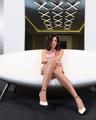 Caterina Balivo gambe vestito copertina settimanale oggi