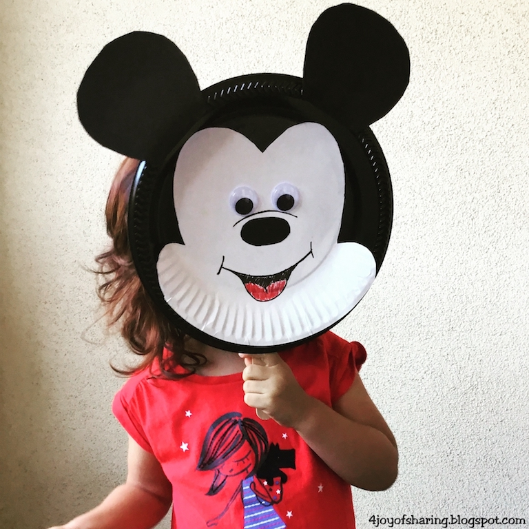 See Mumma I am a Mickey Mouse! & The Joy of Sharing: Paper Plate Mickey Mouse