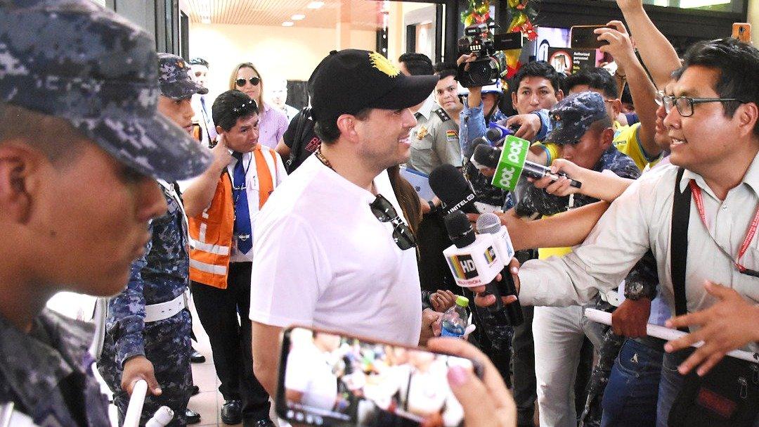 Periodistas de la ciudad de Cochabamba intentan una entrevista con el líder político Luis Fernando Camacho / Dico Solis / Opinión