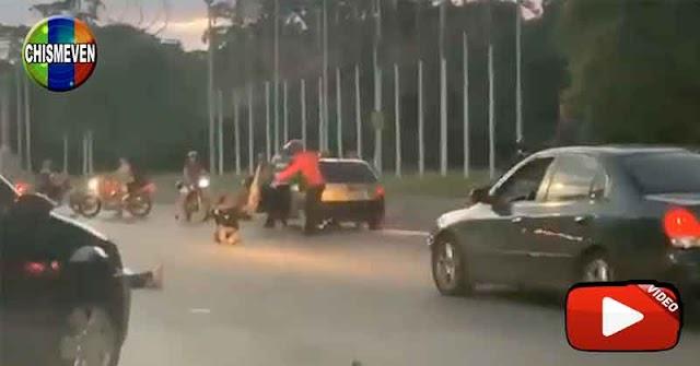 Mujer muere atropellada durante un robo a un autobús repleto en la Francisco Fajardo