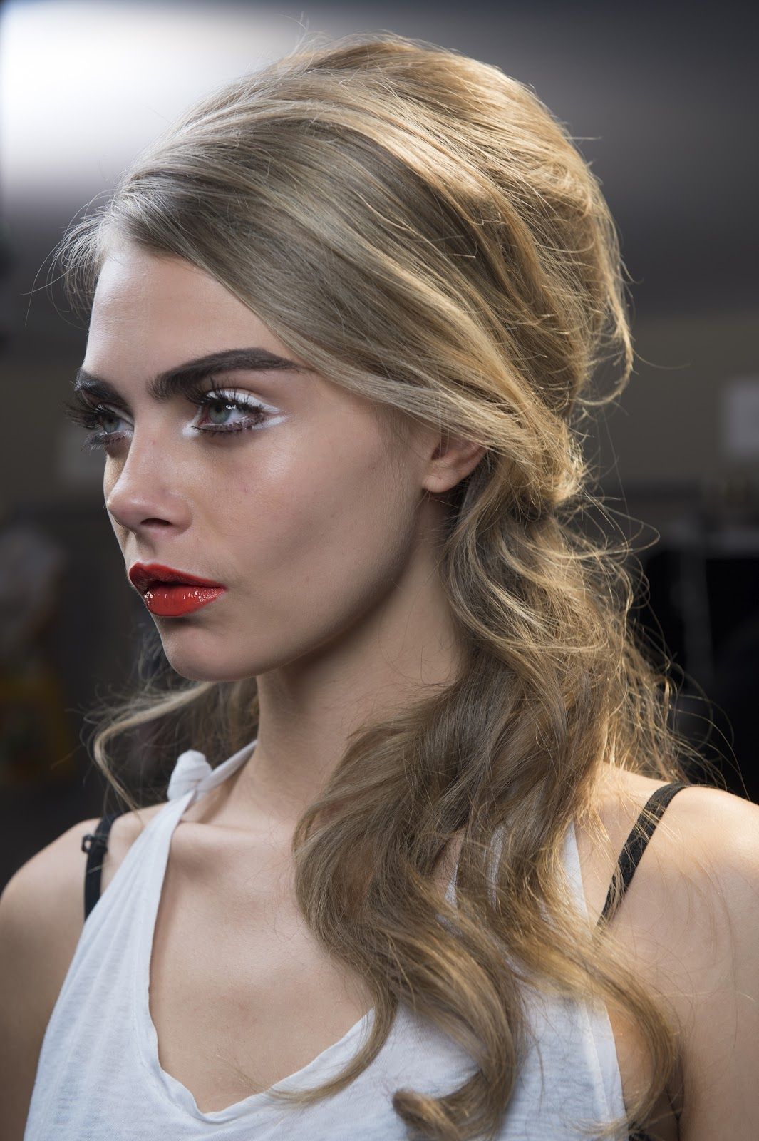 How to create Glamorous 60's style hair.