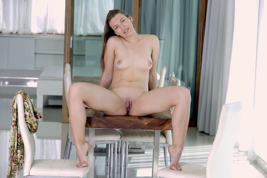 [EroticBeauty] Presenting Regina Swift
