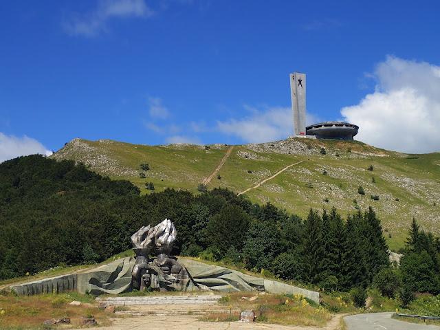 """Góra z """"UFO"""" na szczycie w Bułgarii - Buzłudża"""