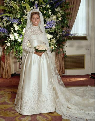 The Ivory Silk Gown Was Studded With Rose Liques And Finished A Lace Bodice Sleeves Decorated More Fl Motifs