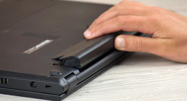 Menggunakan Laptop Tanpa Baterai - Kebiasaan Sehari-Hari Yang Merusak Laptop