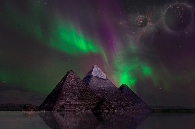 चांद पर रहस्यमय पिरामिड्स : Mysteries of the Moon Pyramid in hindi
