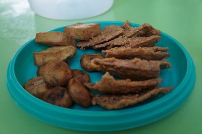Trio Gorengan , tahu, tempe dan perkedel di Sop Ayam Pak Min Pontianak