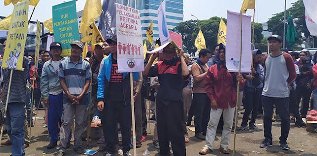 Hari Tani Nasional, Ratusan Buruh dan Tani Ajukan 4 Tuntutan Untuk Pemerintah