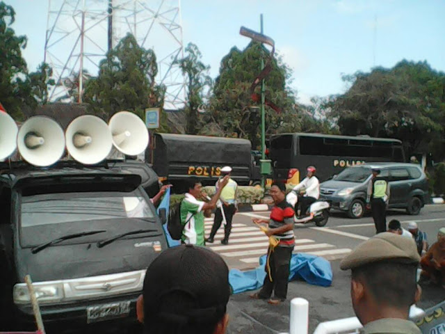 Tuntut Hak, Warga Desa Bailangu Unjuk Rasa Dikantor Bupati