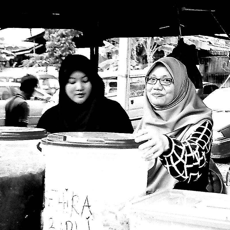 The Ladies Are All Smiles, Olympus XA4 Macro 03