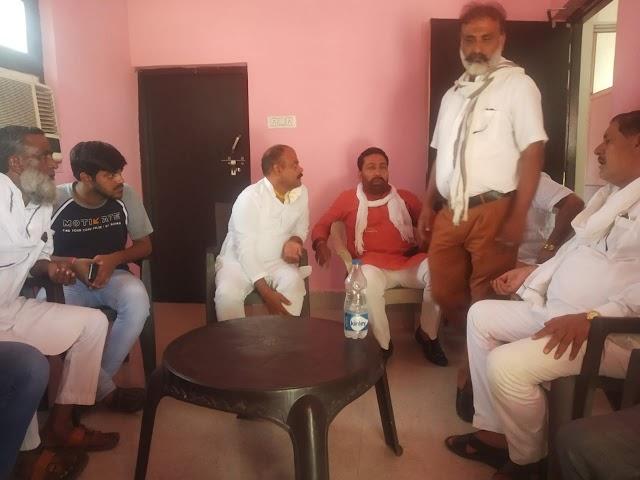कुर्सी विधानसभा में जनसंपर्क कर लोगो को समाजवादी पार्टी की सदस्यता दिला रहे चौधरी उबैद अहमद