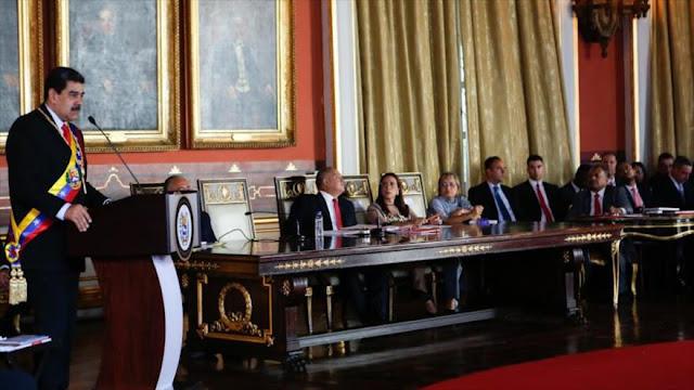Maduro acusa a diplomático de EEUU de dirigir ataques en Venezuela