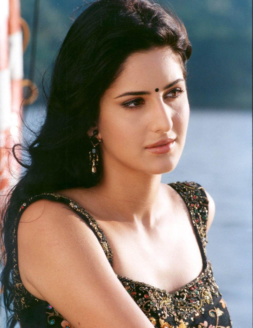 Pin by 𝐌𝑜𝑜𝑛𝐋𝑖𝑔ℎ𝑡 on Katrina Kaif   Indian bollywood