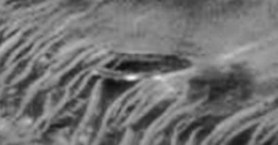 Foto del presunto UFO sulla superficie marziana