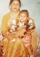 सानवी तलवार बचपन में अपनी माँ के साथ