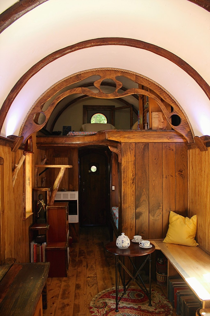 06-The-Unknown-Craftsmen-Architecture-with-the-Vintage-looking-Tiny-House-on-Wheels-www-designstack-co