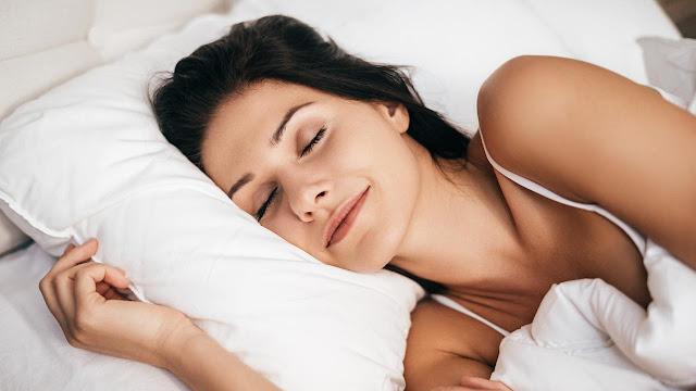 Tidur Terpisah dari Pasangan dan 4 Manfaatnya untuk Anda