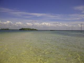 pantai di Maringkik