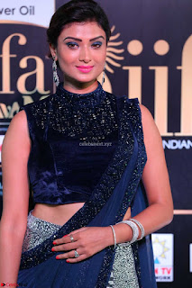 Ishita Vyas in Velvet Sleeveless Choli Designer Saree at IIFA Utsavam Awards 2017  Day 2  HD Exclusive 03.JPG