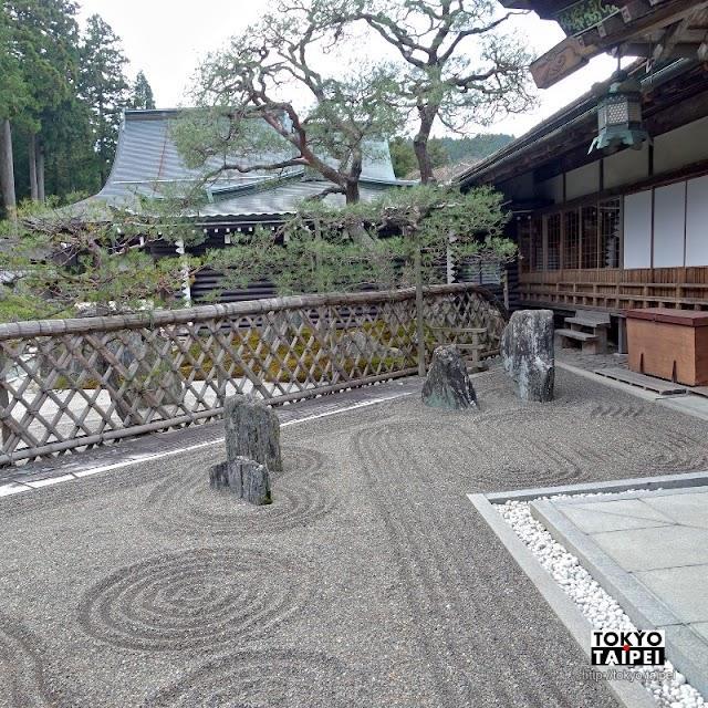 【福智院】宿坊初體驗在寺院住一晚 清晨誦經早課後再欣賞絕美庭園景色