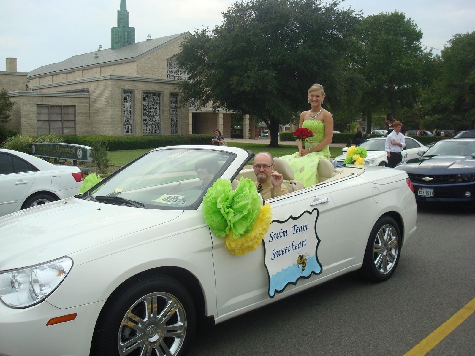 Savvy Southern Sisters Decorating A Car For A Homecoming Parade