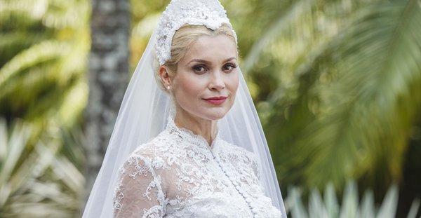 Sandra (Flavia Alessandra) vestida de noiva, eta mundo bom casamento candinho