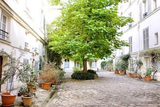 Paris : Rue de Jarente, cours intérieures secrètes du XVIIème siècle, incursion curieuse aux numéros 4 et 6 - IVème