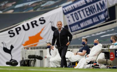 Lạ lùng Mourinho thấy thiệt cho đối thủ khi Tottenham đè bẹp West Ham