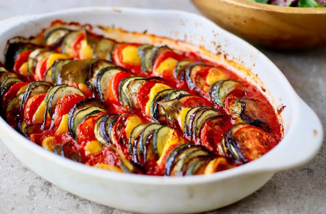 RAINBOW BAKED RATATOUILLE WITH BASIL & THYME #vegetarian #glutenfree