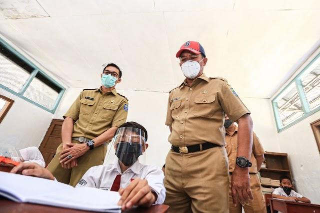 Tinjau PTM Terbatas di Kota Bandung, Satgas Waspadai Fluktuatif Kasus Covid-19