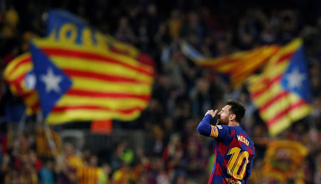 Lionel Messi blowing kisses at Barcelona fans at the Nou Camp