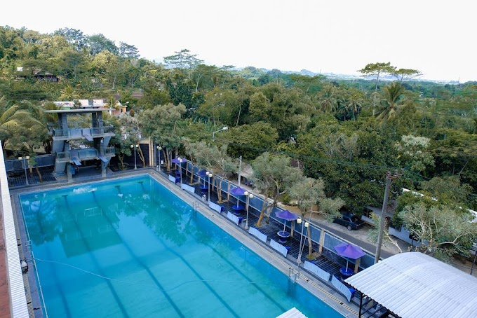 Staycation di Hotel dengan Kolam Renang Asik? Cobain Oyo Green Hill Residence Aja!