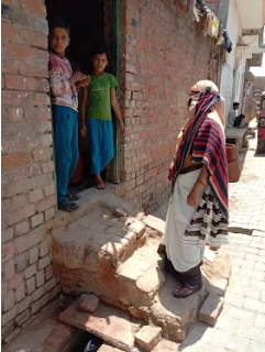 जालौन : कोविड टीकाकरण के प्रति जागरूकता के लिए घर-घर दस्तक देगी टीम, टीकाकरण के लाभ बतायेंगी और टीकाकरण के लिए करेंगी प्रेरित