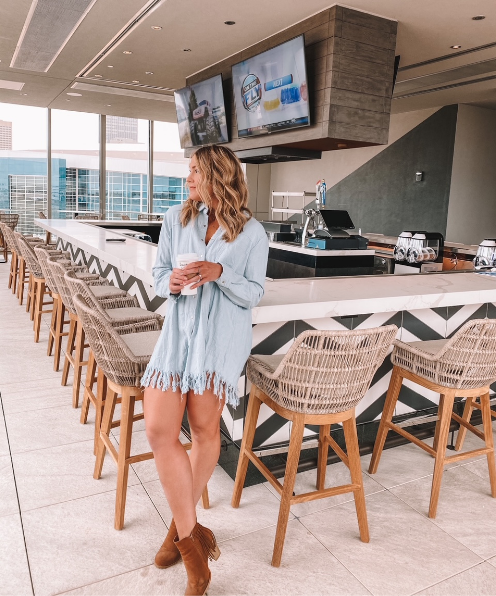 Local blogger Amanda's OK thinks the pool bar at the Omni OKC will be perfect for summer days!